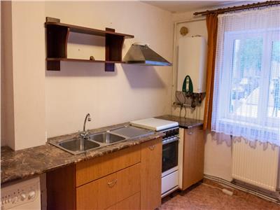 Apartament spatios parter, Cetate