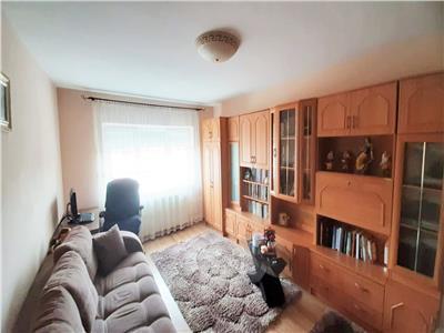 Apartament de vanzare ,2 camere decomandat, etaj 2