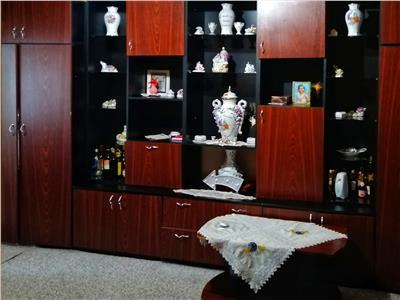 Apartament 2 camere decomandat Cetate Mercur