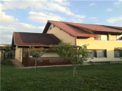 Casa tip duplex de inchiriat, 4 camere, Cetate, 600 euro