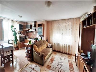 Apartament 3 camere Cetate,2 garaje ,etaj 1